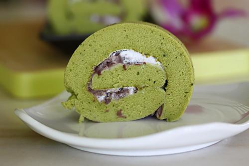 Matcha Roll Green Tea Swiss Roll Recipe Dishmaps