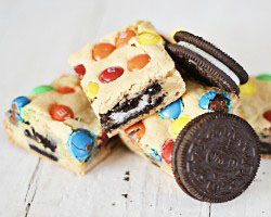 M&M Oreo Cookie Bars