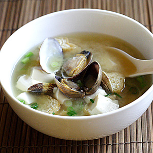 Asari Miso Soup (Miso Soup with Clams) recipe - This soup is so light and invigorating with the simplest of ingredients. The addition of clams infuses the traditional serving with a tint of brininess – an ingredient that perks up the taste immediately. | rasamalaysia.com