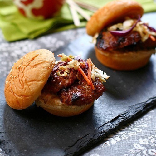 Pork slider and pork slider recipe. This pork slider is made with five-spice powder. Delicious and easy grilled pork sliders that everyone loves. | rasamalaysia.com