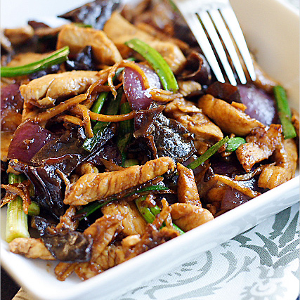 Ginger and Black Fungus Chicken Recipe (姜丝云耳鸡)