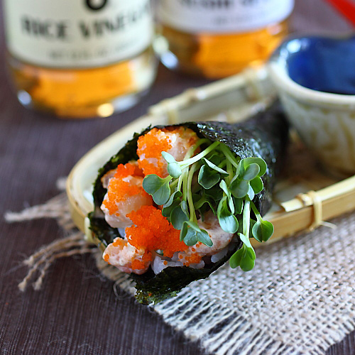 Hand roll is a popular sushi. Learn how to make hand roll with this ...