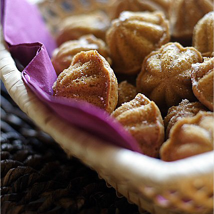 Peanut cookies and peanut cookies recipe. These peanut cookies are a must for Lunar New Year. Easy peanut cookies recipe made with 4 ingredients. | rasamalaysia.com