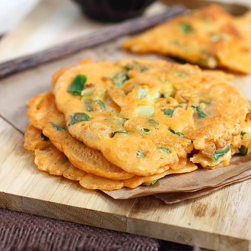 Korean Scallion Pancake (Pajeon) - savory pancake with scallion and kimchi, amazing appetizer that you can't stop eating | rasamalaysia.com