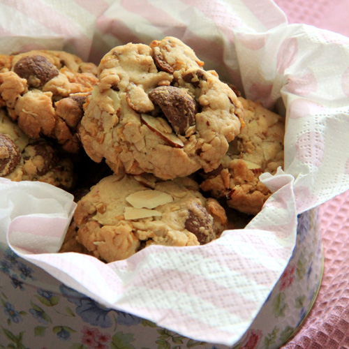 Peanut and Cornflakes Cookies. Make these amazing rich, crispy, and crunchy cookies with your pantry ingredients, so addictive! | rasamalaysia.com