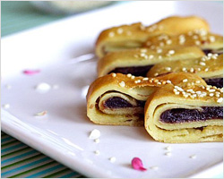 Red Bean Paste Pancakes Recipe (豆沙锅饼)