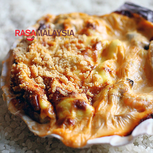 Seafood Dynamite - baby shrimp, crab meat, bay scallops, clams in a creamy mayonnaise sauce, spiked with some masago. | rasamalaysia.com