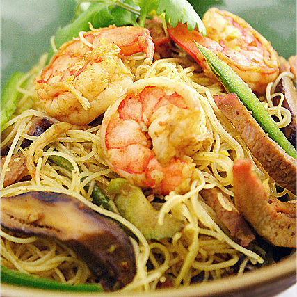 Singapore Fried Rice Noodles Recipe (星洲炒米粉)