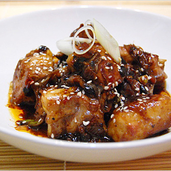 Chinese black bean spare ribs. This easy black bean spare ribs recipe takes 15 minutes to cook. Delicious spare ribs in black beans sauce. A must try recipe! | rasamalaysia.com