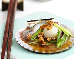 Steamed Scallops with Soy Sauce and Garlic Oil Recipe