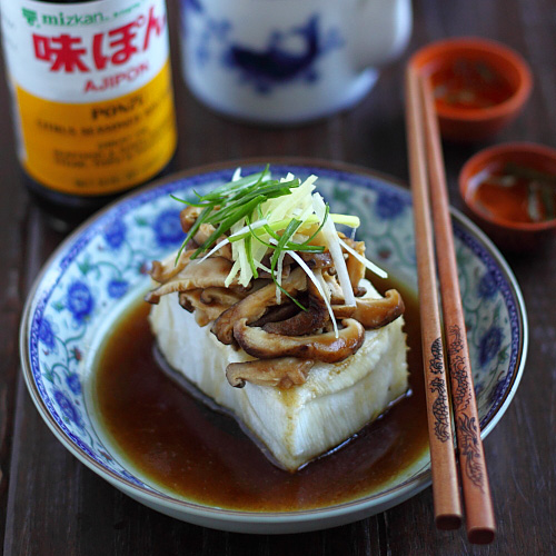 Steamed fish and steamed fish recipe using Mizkan AJIPON® Ponzu instead of soy sauce. Easy steamed fish recipe with a savory and citrusy tang. | rasamalaysia.com