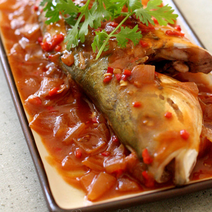 This sweet and sour fish dish is that simple and yet it left me gastronomically satisfied. Find it hard to believe? Well, give the following sweet and sour fish recipe a try then! | rasamalaysia.com