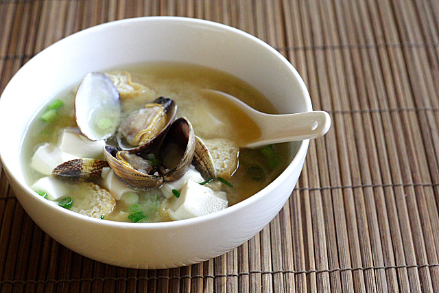 Asari Miso Soup Recipe (Miso Soup with Clams) | Easy Delicious Recipes
