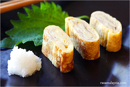 Japanese Food: Rolled Omelet (Tamagoyaki)