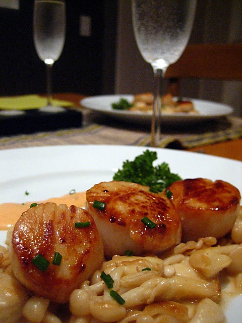 Seared Scallops in Spicy Cream Sauce with Buna Shimeji Mushrooms
