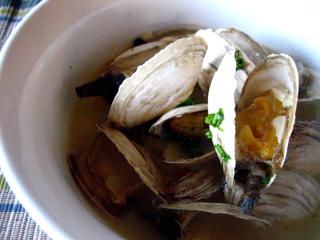 Soft Shell Clams Steamed in Garlic Butter Broth Recipe