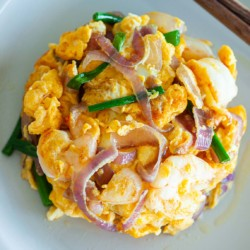 Shrimp omelet with onion