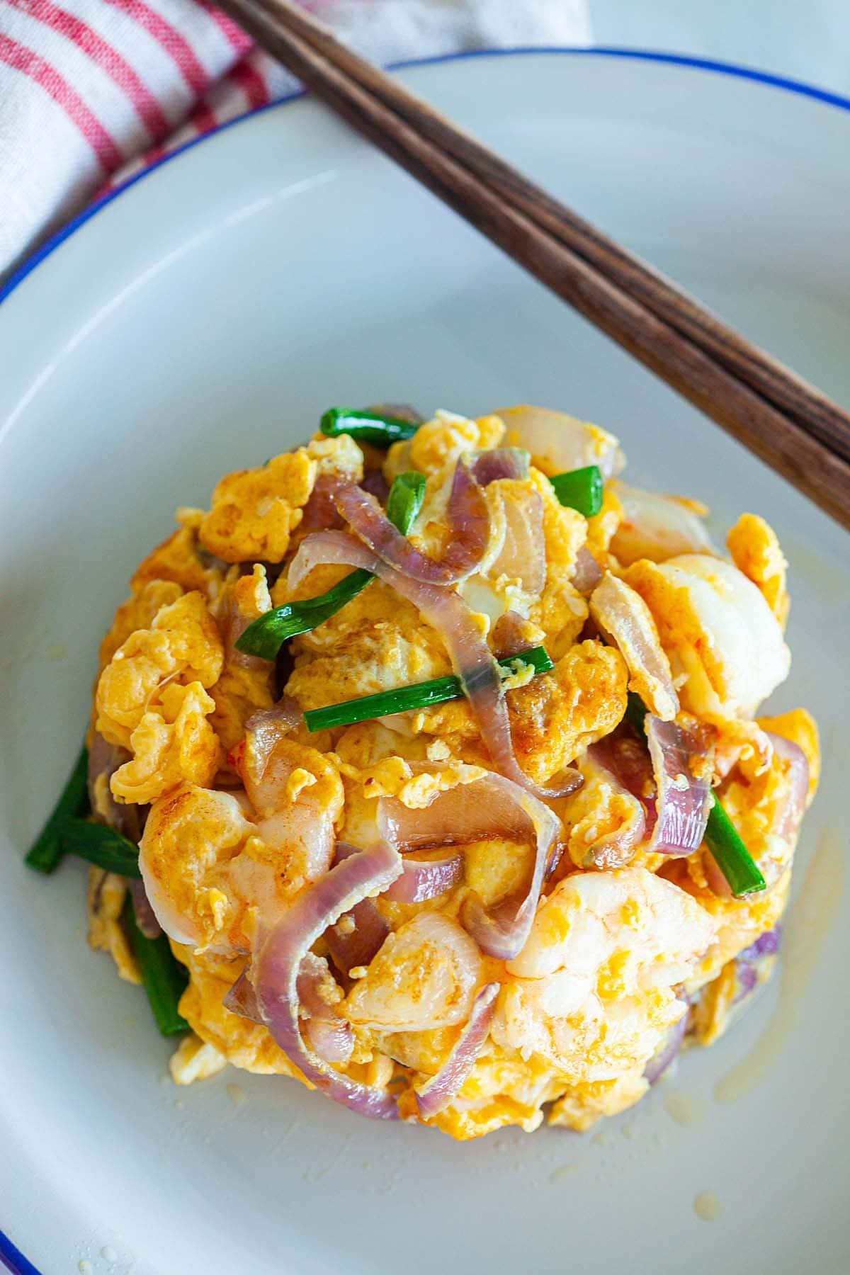 Shrimp omelette, ready to serve.