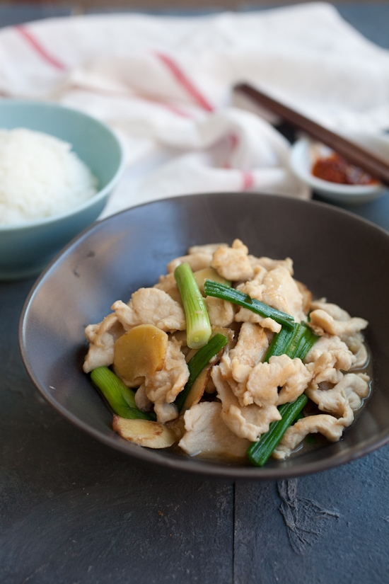 Ginger and scallion chicken is an easy Chinese chicken dish made with ginger, scallion and chicken. Easy ginger and scallion chicken recipe. | rasamalaysia.com