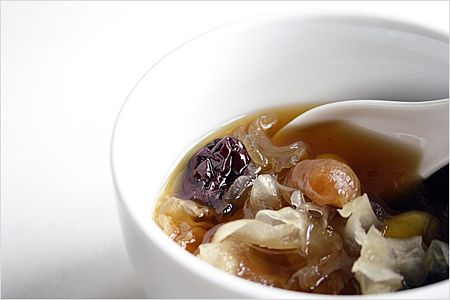 Longan Tong Sui Recipe (龙眼糖水): It's perfect anytime of the day as a thirst quencher or an after meal dessert. Try this and it may just become your new favorite. | rasamalaysia.com