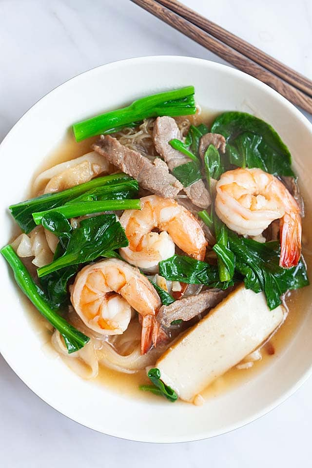 Penang Char Hor Fun (炒河粉) recipe - If you are a bachelor, perhaps you might want to try my recipe and make this dish for your girlfriend. And while you are at it, make some extras for your future parents-in-law, too! | rasamalaysia.com