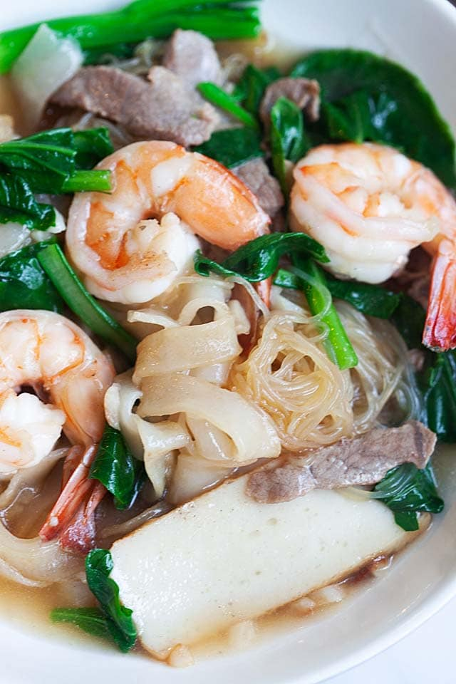 Penang Char Hor Fun (炒河粉) recipe - If you are a bachelor, perhaps you might want to try my recipe and make this dish for your girlfriend. And while you are at it, make some extras for your future parents-in-law, too!   rasamalaysia.com