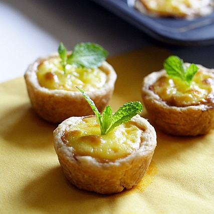 I made these mini Portuguese egg tarts for a birthday party a couple of days ago and I just have to share the pictures above with you because they are simply too cute. | rasamalaysia.com