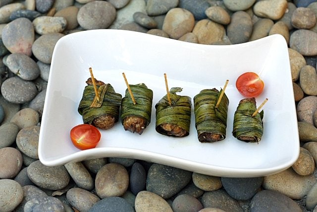 Pandan Chicken Recipe - Fried chicken wrapped with screwpine leaves. Screwpine leaves or pandan leaves are commonly used in Malaysia to infuse the food or desserts with the sweet and fragrant aroma. | rasamalaysia.com