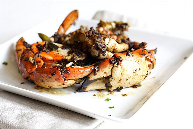 Black Pepper Crab recipe - It's over-the-top delicious and as good as (if not better than) what you get from restaurants. A must-try. | rasamalaysia.com