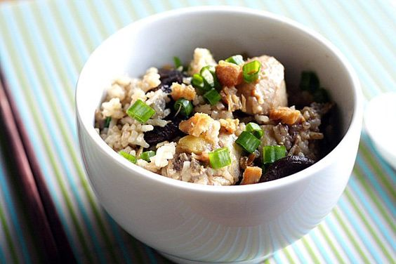 Claypot Chicken Rice (without Claypot) recipe - I love claypot chicken rice but I am too lazy to cook it from scratch. So, for convenience purposes, I used rice cooker. | rasamalaysia.com