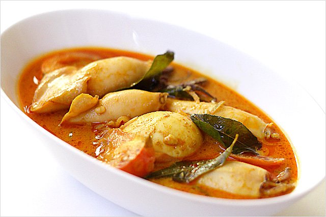 Squid Curry (Indian Gulai Sotong) recipe - Curry leaves impart a highly aromatic flavor to the curry and the spice seeds add that signature and unmistakable Indian curry kick. | rasamalaysia.com