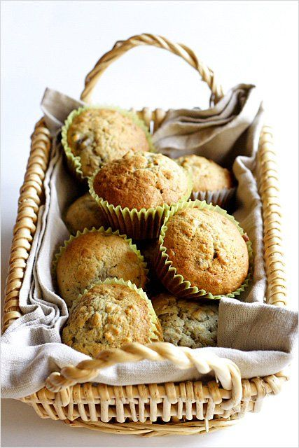 Easy banana nut muffins recipe. Made with ripe bananas and chopped walnuts. This banana nut muffins recipe is everyone's favorite! | rasamalaysia.com