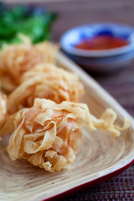 Fried shrimp balls with wonton skin. They're crispy, yummy and make a perfect appetizer. Easy fried shrimp balls recipe with simple ingredients | rasamalaysia.com