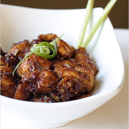 Lemongrass Chicken Recipe. Simply the most aromatic and delicious Asian chicken dish ever. So easy to make and no-fuss | rasamalaysia.com