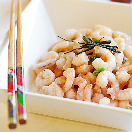 Dragon Well Tea Shrimp. Infused with the aromatic and highly priced–and valued–Longjing tea, this dish pleases one's palate with the lingering fragrance of the tea and the crunchy texture of the shrimp | rasamalaysia.com