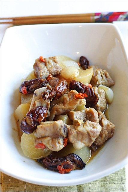 Chinese Braised Pork Ribs with Daikon and Goji Berries | rasamalaysia.com