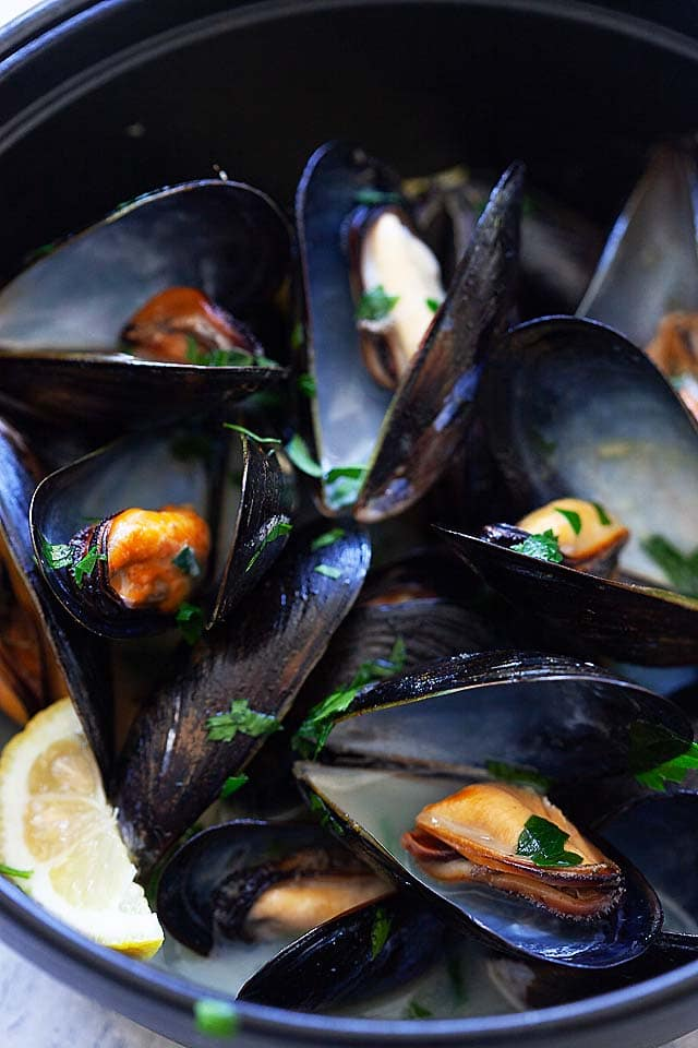 Moules à la Marinière Recipe - French/Belgium-style mussels cooked with white wine, onions, and parsley. | rasamalaysia.com
