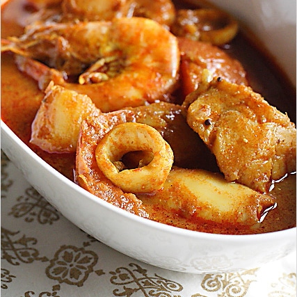 Seafood Curry Recipe (Malaysian Indian-Style):  The cooking style originated from the southern part of India, but had since been localized to a Malaysian taste. | rasamalaysia.com