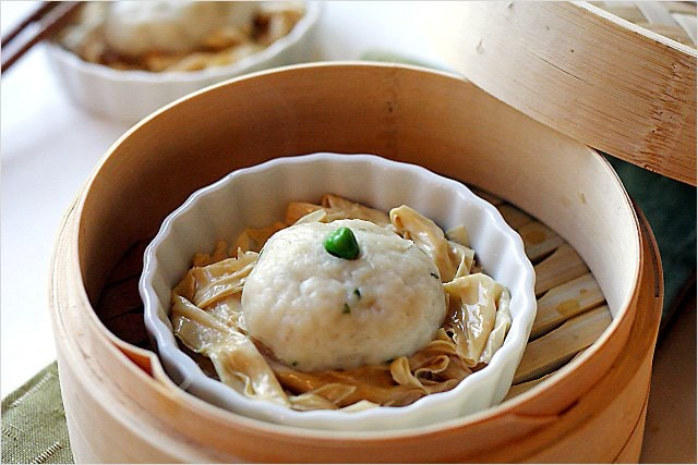 Fish Ball Recipe (Steamed Fish Balls with Bean Curd Sticks) - A great dimsum item - fish paste, garlic, bean curds, sesame oil | rasamalaysia.com