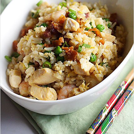 Chinese fried rice with chicken, Chinese sausages and eggs fried with leftover rice. Learn how to make Chinese fried rice with this easy recipe. | rasamalaysia.com