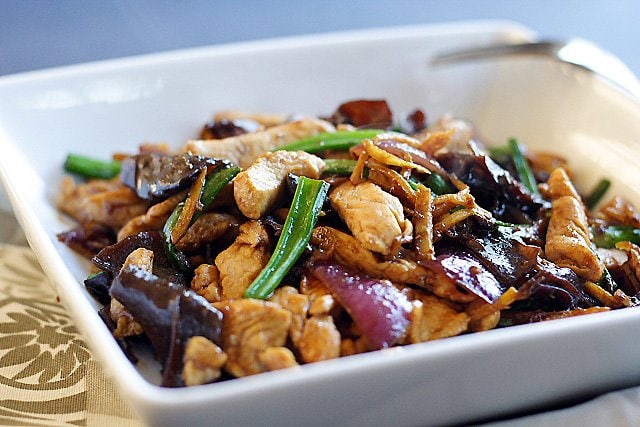 Ginger and black fungus chicken is a plain and humble dish that anyone can whip up in their kitchen, and most importantly, it's delicious and goes well with steamed rice.   rasamalaysia.com