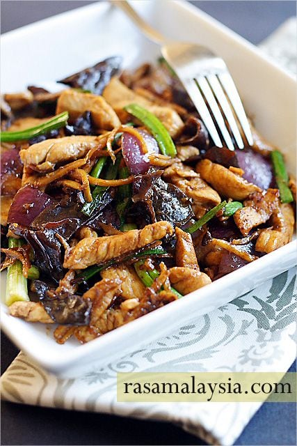 Ginger and black fungus chicken is a plain and humble dish that anyone can whip up in their kitchen, and most importantly, it's delicious and goes well with steamed rice. | rasamalaysia.com