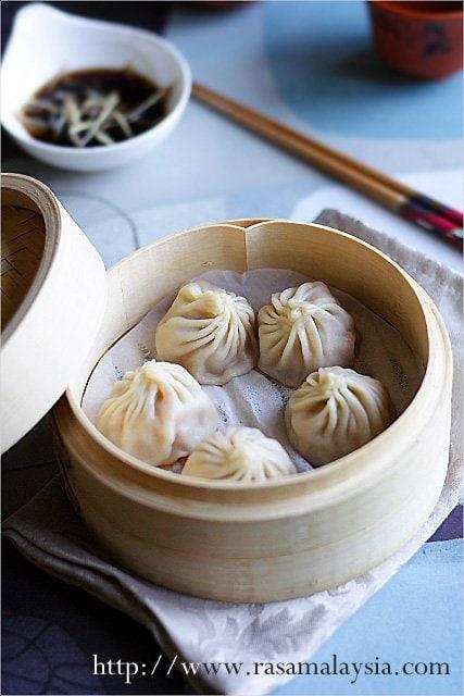 Eating Xiao Long Bao (Shanghai Soup Dumplings) | Easy ...