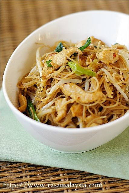 Rice noodles (vermicelli) fried with shrimp, pork