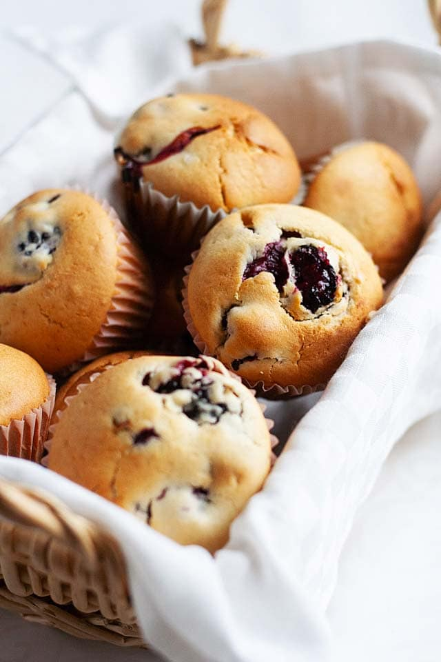 Easy blueberry muffins with fresh blueberries.