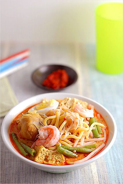 Curry Laksa (Curry Mee) Recipe: is a popular hawker's dish. Curry Mee/Curry Laksa is a dish that's full of flavours–slightly creamy soup infused with coconut milk | rasamalaysia.com