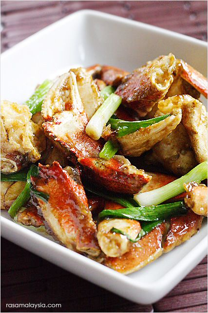Chinese ginger and scallion crab recipe. This ginger and scallion crab recipes makes restaurant-worthy ginger and scallion crab, as good as restaurant's. | rasamalaysia.com