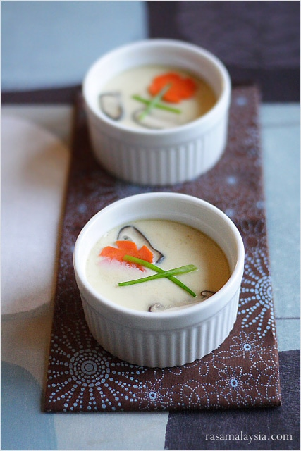 Chawanmushi or steamed egg custard (茶碗蒸し) is a popular Japanese dish, one that is mostly ordered as an appetizer at Japanese restaurants. | rasamalaysia.com