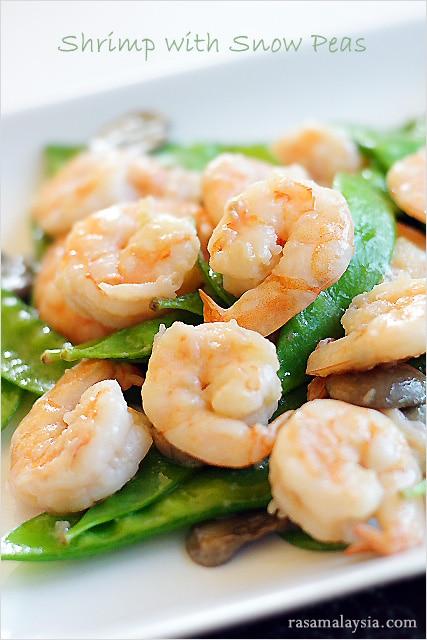 Easy Asian stir fry shrimp with snow peas.