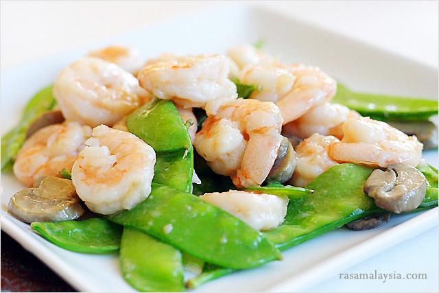 Light and healthy Asian stir fry prawns recipe.